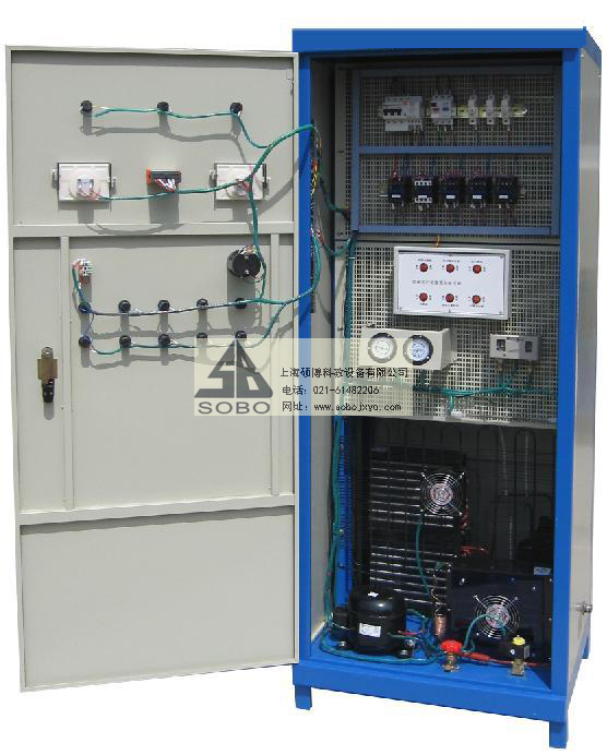 SBZK-1中央空调小型冷库电气技能实训考核装置  一、产品概述 该设备根据制冷和空调运用和维修专业的《制冷空调装置的安装操作与维修》、《冷库制冷工艺》、《制冷空调自动化》等教材设计。设备配置了冷库自动化电气控制系统,风冷式制冷机组、小型冷库等。 设备采用双面柜设计,一面为中央空调电气控制系统,一面为小型冷库电气控制系统,根据中央空调及小型冷库电气控制线路的要求装置了漏电开关、熔断器、交流接触器、压力控制器、电磁阀、按钮及指示仪表等控制器件,并设置了十几项小型冷库系统的常见故障。适应于职业院校、技工学校等